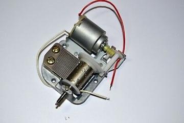 SANKYO Spieluhren-Laufwerk mit Elektro-Motor, 18-Ton mit Zubehör ✪